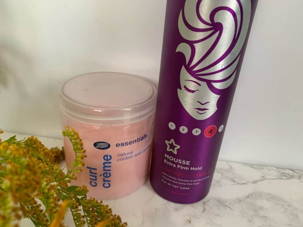 Boots, pianka Extra Firm Hold i Curl Creme
